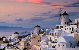 Греция допустила возможность отмены карантина для российских туристов