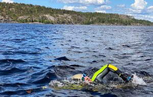 Петербуржец установил рекорд, проплыв по Ладоге 42 километра