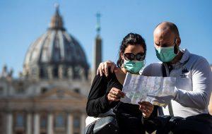 Туристы рассказали, как защищаются от коронавируса в поездках