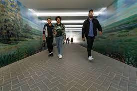 В Белгороде устроили картинную галерею под дорогой
