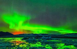 Ученые описали возможную причину зеленого свечения в небе