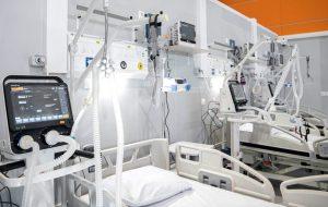 «Умирает более 2000 человек каждый день»: эксперт о занижении статистики COVID-19 в РФ