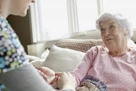 Терпение и забота: 8 способов облегчить жизнь человека с болезнью Альцгеймера