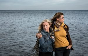 Две шведки снимут фильм о спасших их в море мурманских моряках